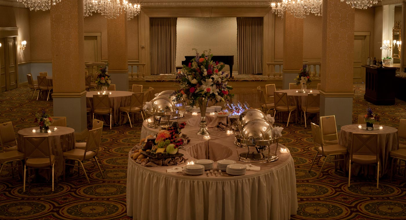 Hotel monteleone french quarter wedding venue for Hotel wedding decor