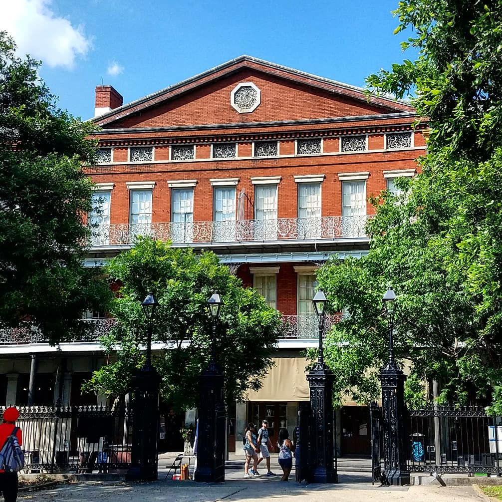 The 1850 House, a historic architectural gem in New Orleans' French Quarter.